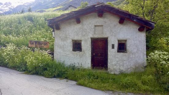 chapelle Saint Bernard au pied du village...