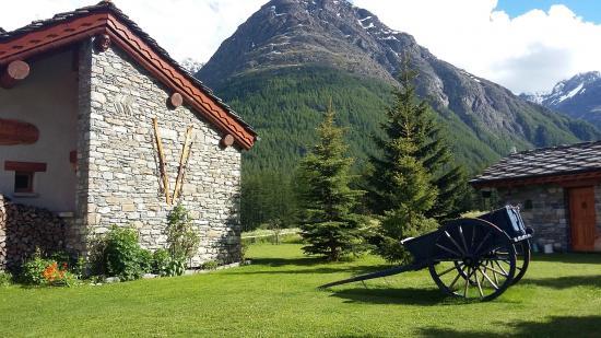 Au second plan la montagne de Tierce