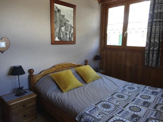 chambre avec 1 lit double de 140